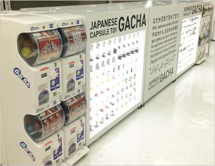 大量に並ぶガチャと商品サンプルを展示することで売り場もキャッチーに:タカラトミーアーツより引用
